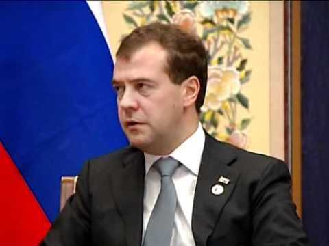 Dmitry Medvedev meets David Cameron in Seoul (by RT)