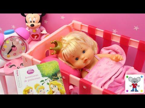 Rutina de Noche de la Bebé Nenuco Princesa Cuca - Baño y Preparo la Cena en la Cocinita Nenuco