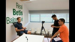 El Test de ElDesmarque a Sergio Canales, Futbolista del Betis, sobre el Vestuario Bético