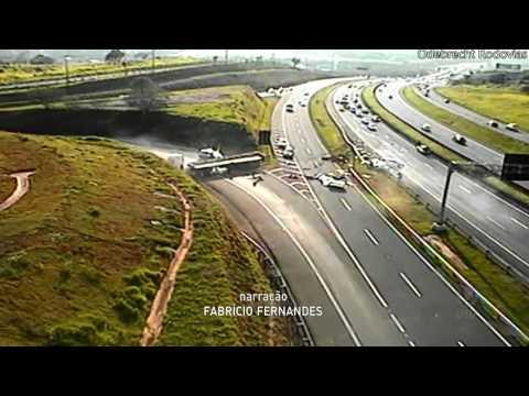 Câmeras de monitoramento registram acidente na Rodovia Dom Pedro em Campinas
