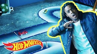 1-inch Rapper: Driving With No Arms! | Lil' Whip | Hot Wheels