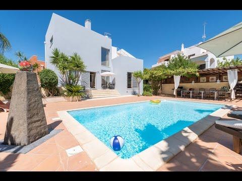 Contemporary 4 bedroom villa in Armação de Pera, Algarve