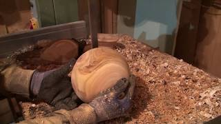 Drechseln einer Holzkugel