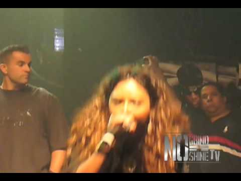Lil Kim performs