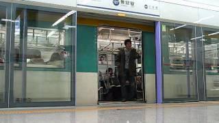 ソウル地下鉄1号線 KORAIL中抵抗車(初抵抗車組込み) 東廟アプ駅発着
