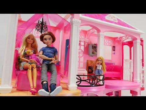 Spielzeugvideo für Kinder. Eine Überraschung für Barbie. Spielspaß mit Puppen