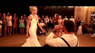 Bride & Her Bridesmaids Perform the Best Beyoncé Wedding Dance Routine in Texas