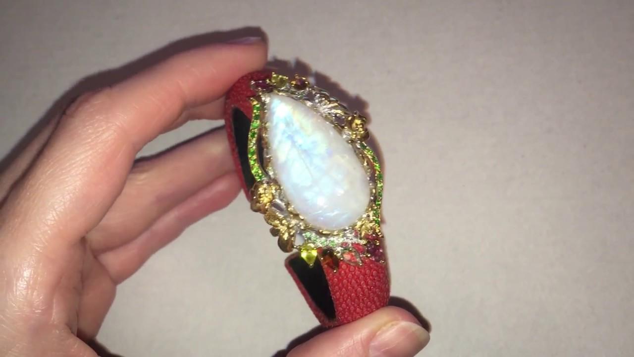 Лунный камень в кольце и серьгах из серебра с золотыми вставками .