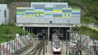 西鐵列車駛出大欖隧道