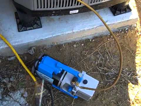 HVAC Pulling a Vacuum on two heat pumps mp4