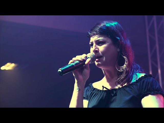 SORTE QUE CÊ BEIJA BEM - Maiara e Maraisa - Ao Vivo (Banda Estação Pop)