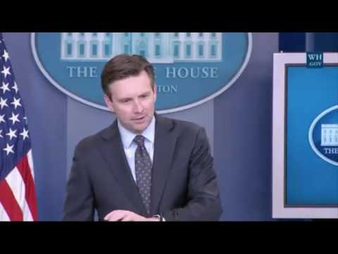Josh Earnest struggles to explain exactly what assault weapons are, says he's 'not an expert'