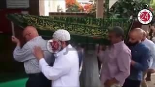 وصول جثمان محمد نجم إلى جامع مصطفى محمود لصلاة الجنازة عليه (فيديو)