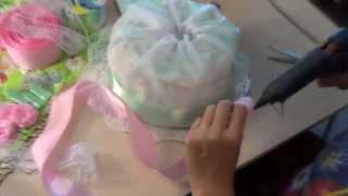 как сделать торт из памперсов(Мастер класс по созданию торта из памперсов. Купить готовое изделие можно тут http://kanyshevy.ru/catalog/detskaya_produktsiya/podar..., 2015-08-03T04:55:44.000Z)