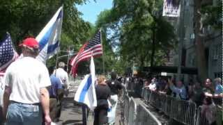 Jews for GOP: Former Soviet Citizen Urges Jews to Vote Republican on 5th Ave in NY in 2009-10