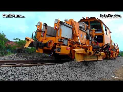 Kereta Khusus Perbaikan Jalur Rel Di Perlintasan Ciledug