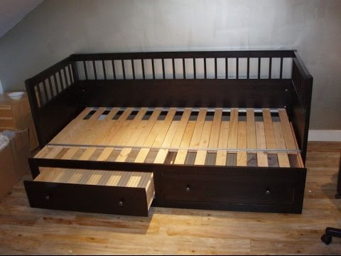 Wooden Daybed With Pop Up Trundle