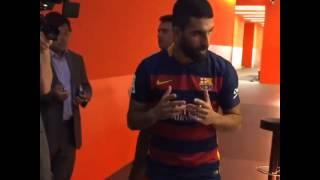 توران يقرأ الفاتحة قبل تقديمه لجماهير برشلونة