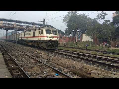 12318 Akal Takht Express speeding through Danapur
