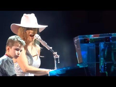 Lady Gaga & Owen - Million Reasons LIVE - (Joanne World Tour - Pittsburgh - 11/20/17 - HD)