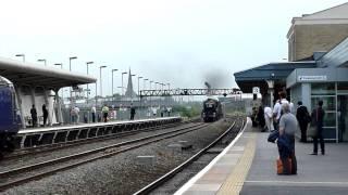 The Cornish Riviera storms through Swindon
