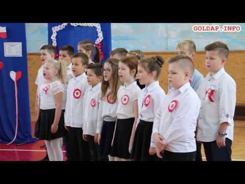 GOŁDAP. Hymn w wykonaniu uczniów SP3 w Gołdapi