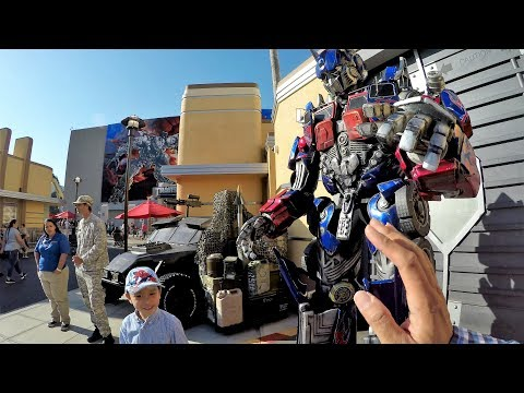 Optimus Prime Universal Studios Entrance Transformers Meet & Greet & Megatron (4K)