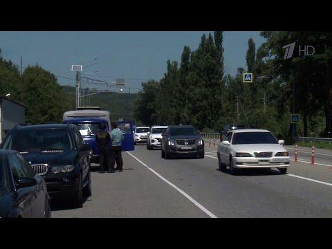 В Краснодарском крае судебные приставы изымают автомобили за долги.