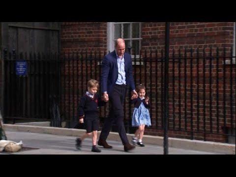 Londres: William, George et Charlotte arrivent à la maternité