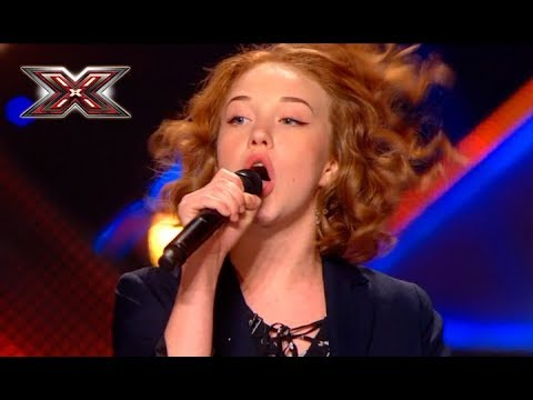 Yound and pretty girl raised the whole judges to her feet by her amazing voice