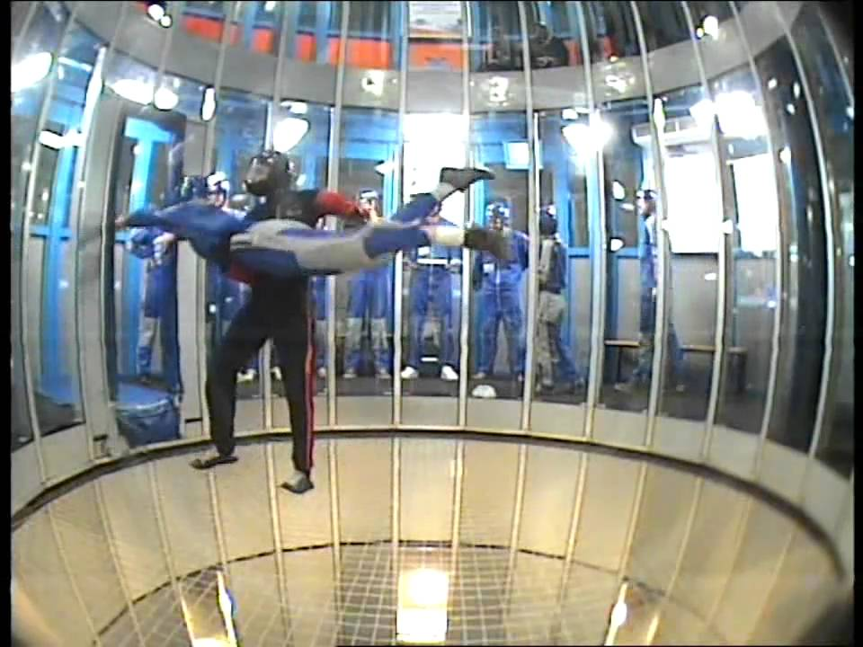 Indoor skydive 1ste run - YouTube
