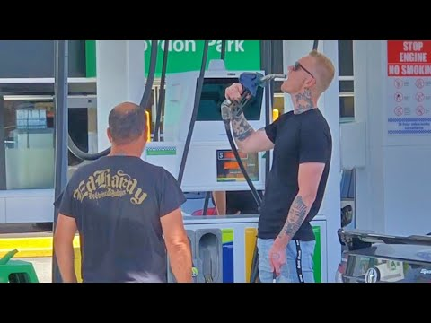 BLINDMAN PRANK AT THE GAS STATION !