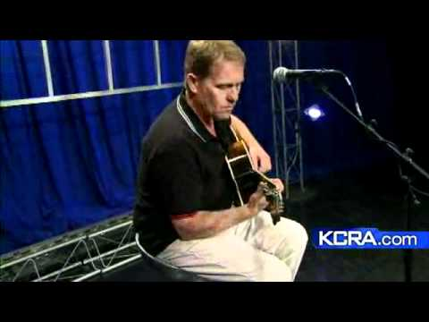 Dave Wakeling Plays 'Save It For Later'