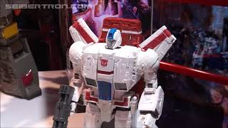 War For Cybertron SIEGE Commander Class Jetfire Demonstration Video #tfny #hasbrotoyfair