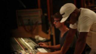"Ryan Leslie x Red Cafe ""Fly Together"" In-Studio"