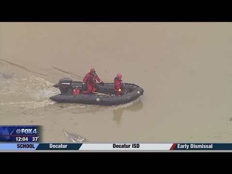 Rescuers search for car spotted in Trinity River