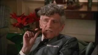 Clark griswold, seine frau ellen und ihre beiden kinder audrey rusty suchen einen geeigneten, großen weihnachtsbaum, den sie schließlich in einem wald fi...