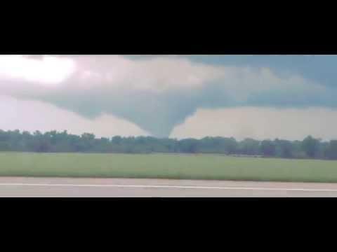 EF-3 Tornado hitting Mount Hope, Kansas 2015