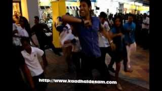 THR RAAGA FLASH MOB ( 4/10/12)  Unofficial Video by Kaadhaldesam.com