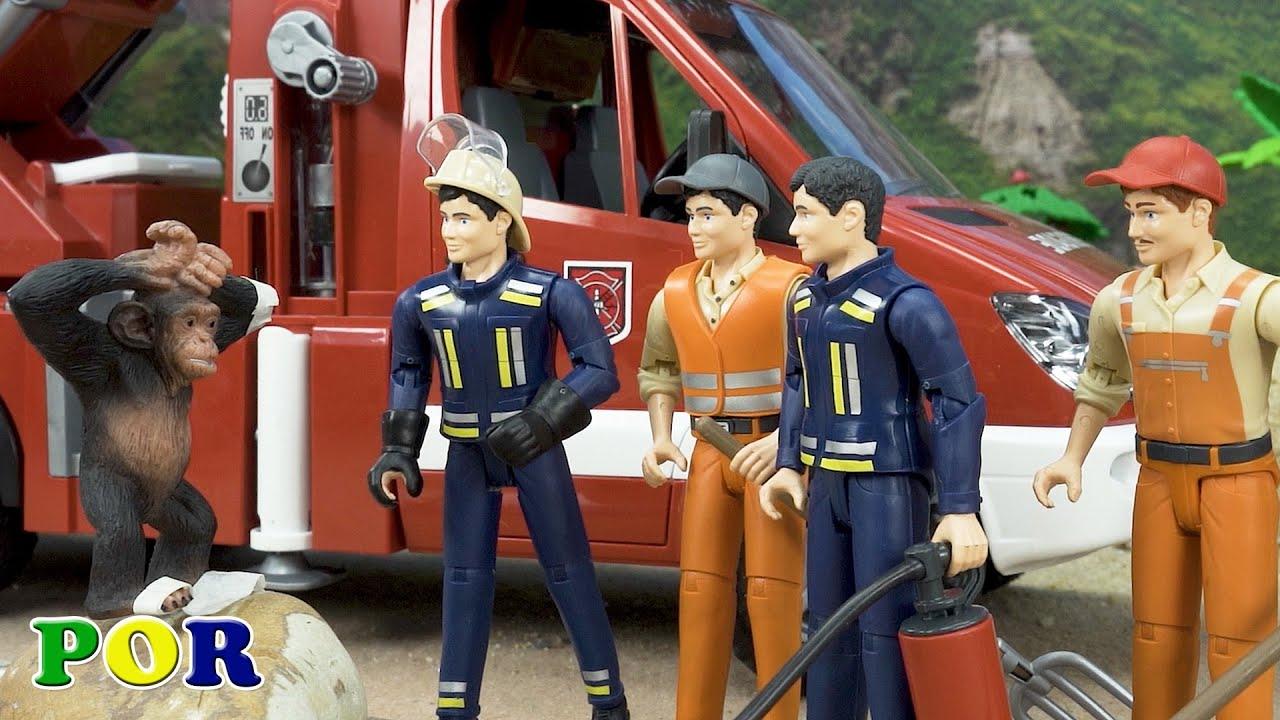 Animais e história com caminhão de bombeiros resgate