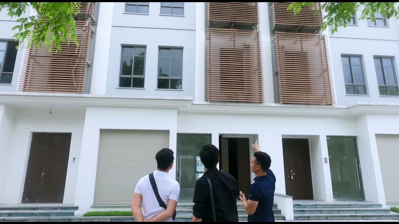 image Khách hàng thăm quan căn cho thuê The Manor Central Park dãy phố 4NV4A