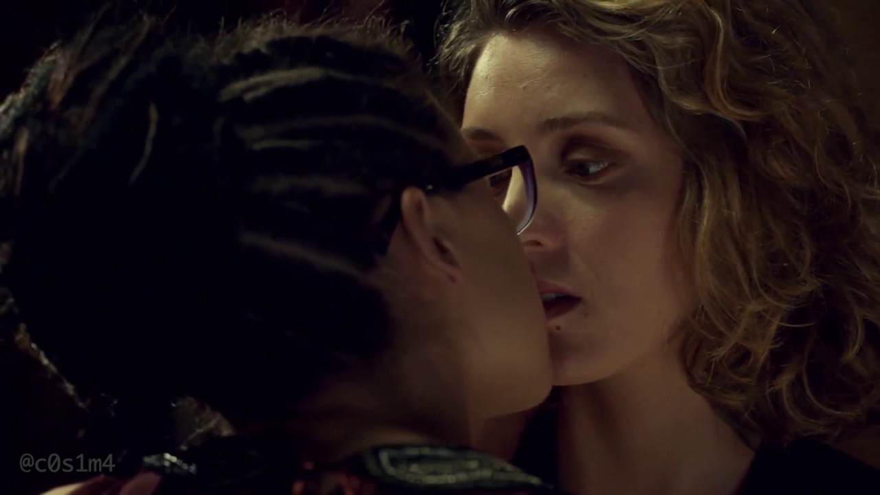 orphan black cosima delphine 1x07 first kiss smooth slow