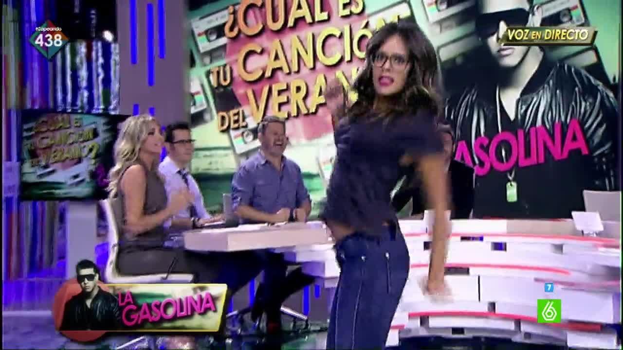 Cristina pedroche bailando sexy en show eroacutetico - 4 7