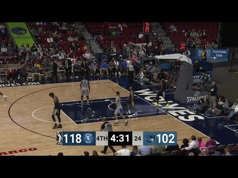 dakota-mathias-with-22-points-vs.-iowa-wolves