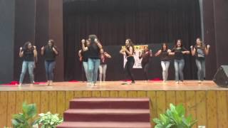 "college girls stunning dance on ""Chumma de de"" song"
