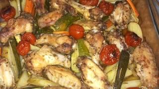 Куриные крылышки с кабачками в духовке/ Куриное мясо с овощами в духовке / простые рецепты