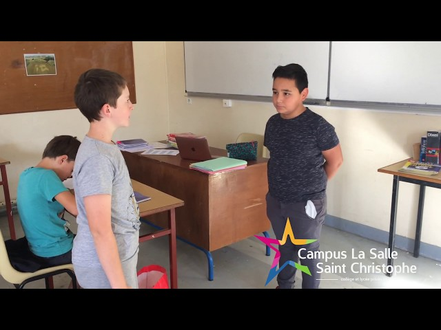 Les 6ème en cours de français sur la thétrâlisation