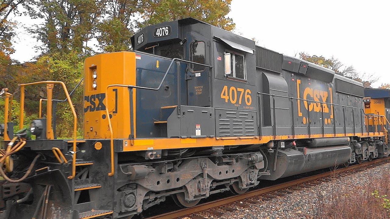 CSX Lite Power Engines Pass Mixed Freight Train Q370 - YouTube