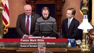 Sen. Zorn welcomes Pastor Witte to deliver invocation to the Senate