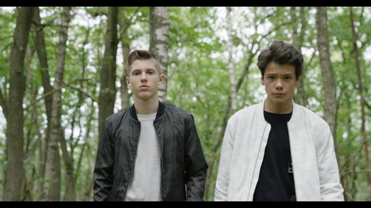 Evan et Marco - La tribu de Dana (clip officiel) - YouTube